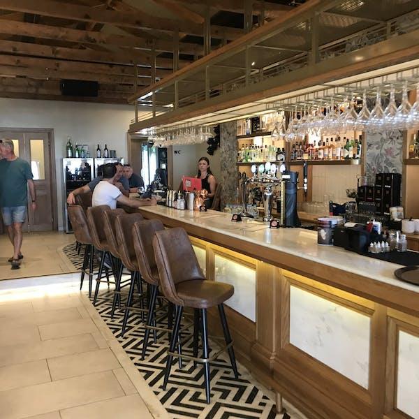 Costas Bar